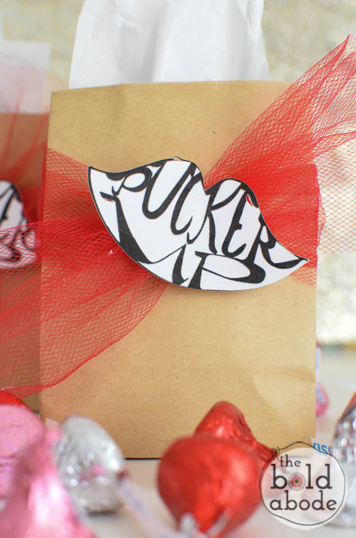 Make these super cute Pucker Up Valentine Treats with this free hand-lettered printable from theboldabode.com. Then find someone to smooch!