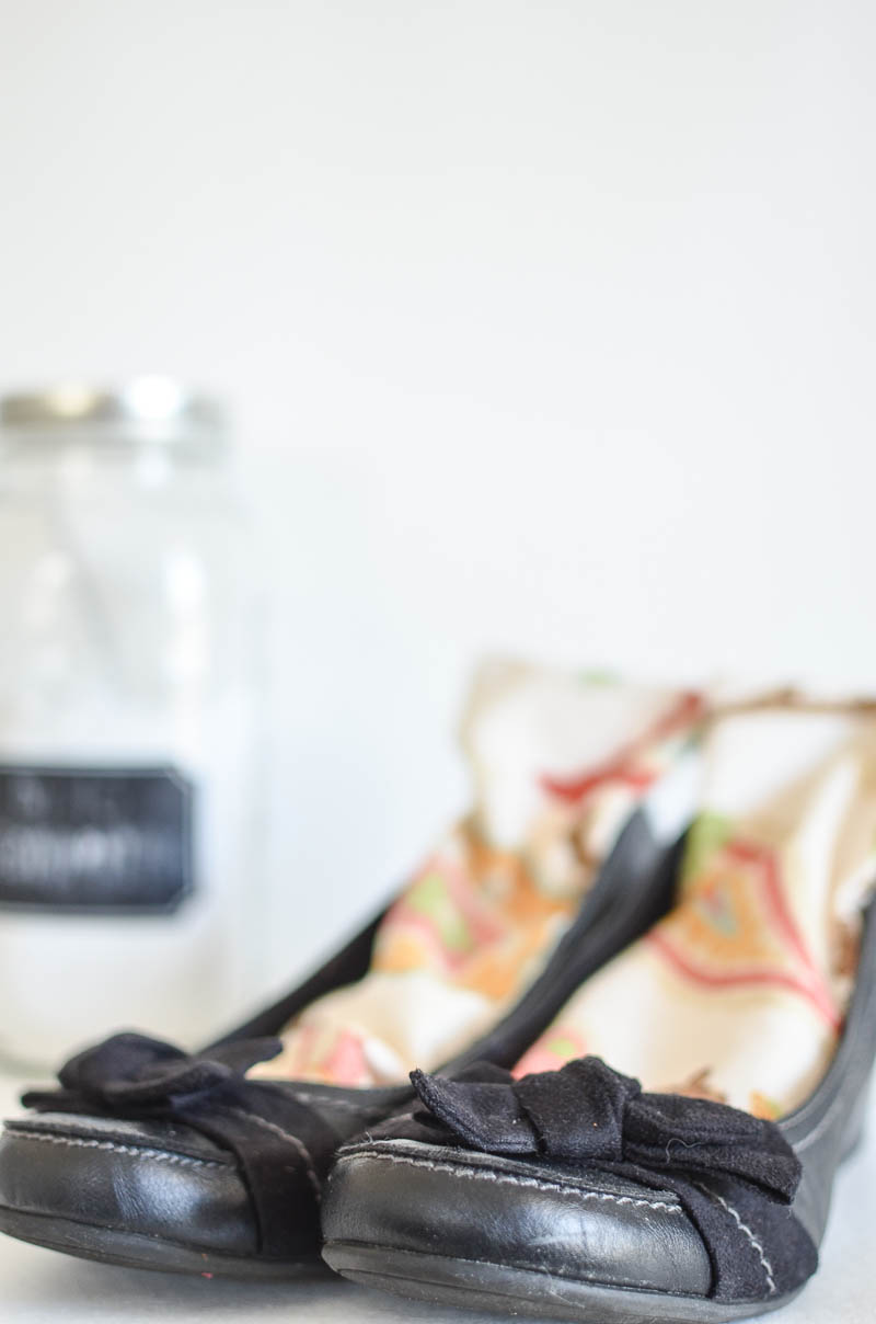 Sometimes, shoes just get smelly.  Here is a great, all natural way to freshen an old {or new} stinky pair of shoes!  Get rid of that yucky foot smell with this all natural and homemade trick!
