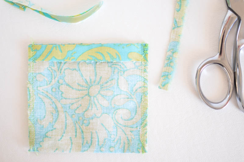 How to make a simple deodorizing pouch.  These little guys are super quick and easy to make!  They're just like a little fabric envelope waiting to hold some deliciously smelling deodorizer!