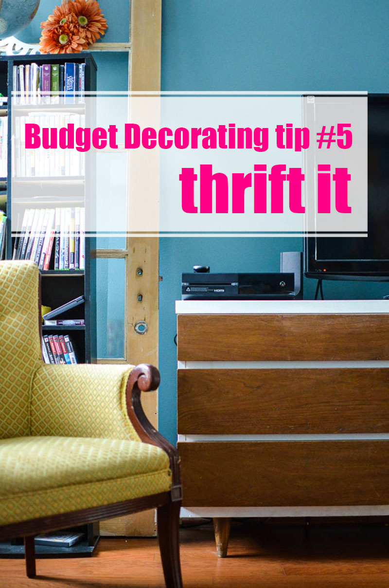 Do you want to create a beautiful home but money is tight? Here are 10 great tips for How to Decorate on a Tight Budget. You can make a beautiful home on a small budget.