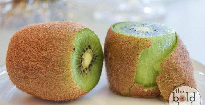 quick way to peel kiwi-3