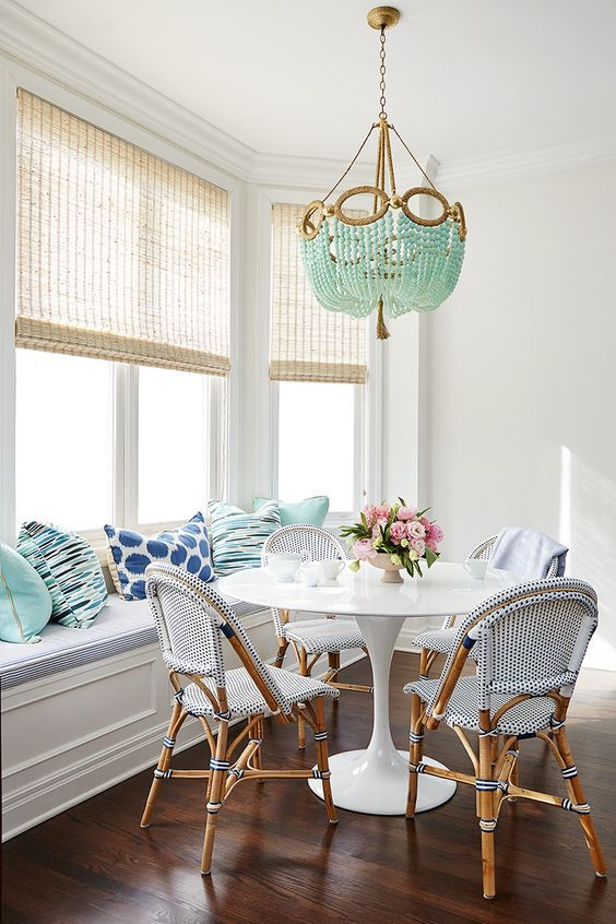 7 BRIGHT AND CHEERY DINING SPACES: It doesn't take much to create a cheery space! Here are 7 beautiful inspiration rooms to get you going!