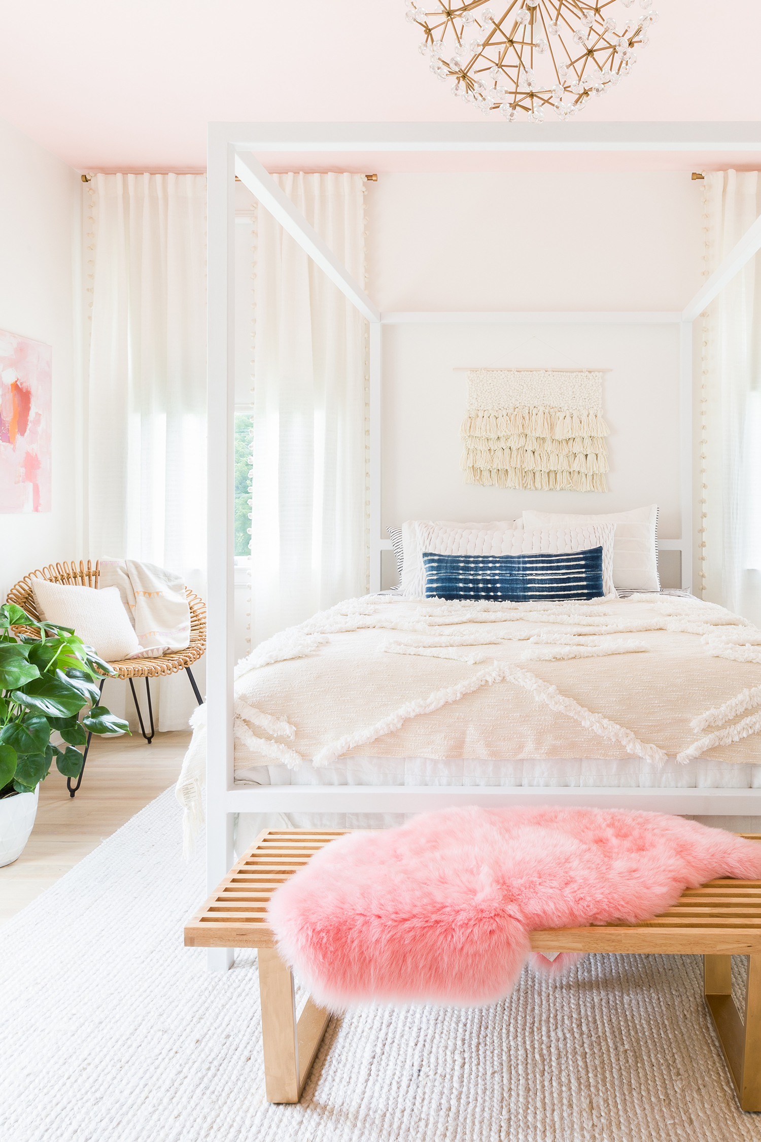 5 Beautiful Bedrooms on a Budget! Budget decorating ideas ... on Girls Beautiful Room  id=59268