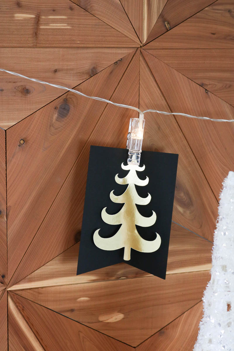 DIY Lighted Christmas Tree Banner: Use this fun lighted clip string to make a beautiful paper Christmas tree banner! #christmas #christmasdecorating #christmasdecor #christmastree #paperdecorations