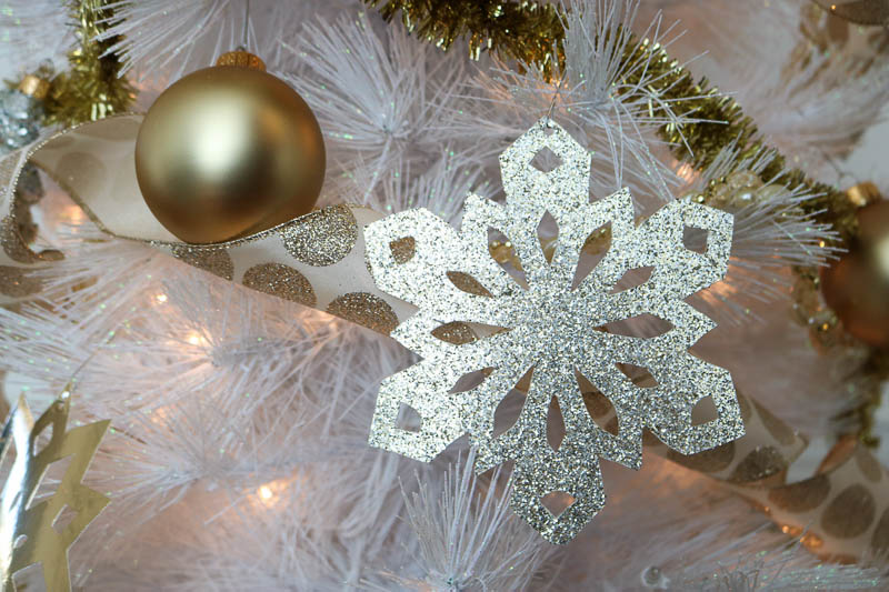 DIY Gold Foil and Glittery Snowflake Ornaments: Add some thrifty sparkle to your Christmas tree with these simple Gold Foil and Glittery Snowflake Ornaments! #christmas #christmasdecorating #christmastree #christmasdecor #snowflake #snowflakepattern