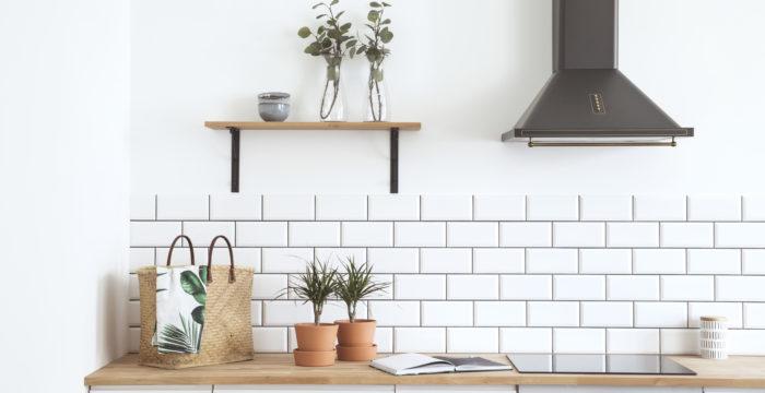 Beautiful kitchen using white subway tile