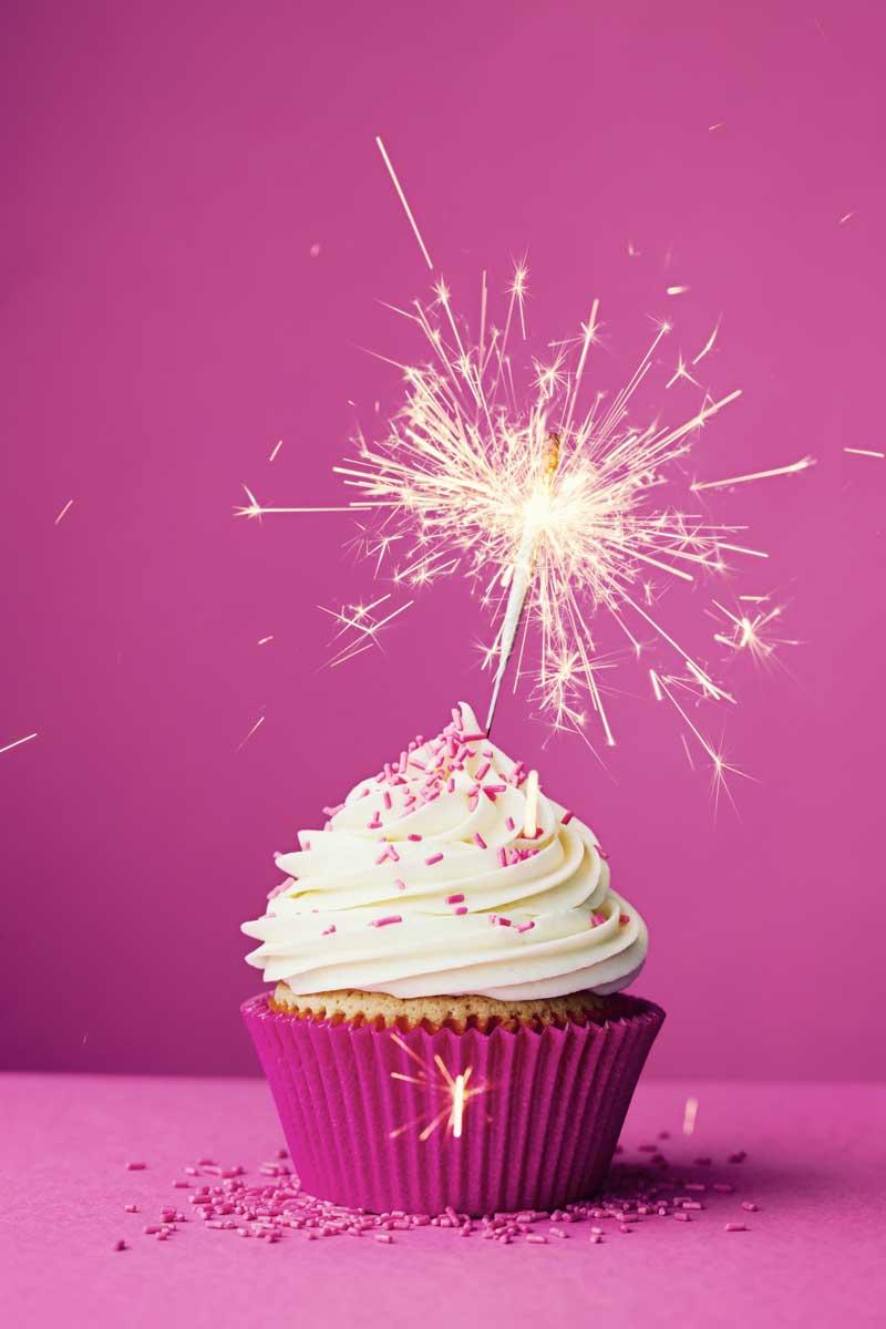 vanilla upcake with sparkler decoration